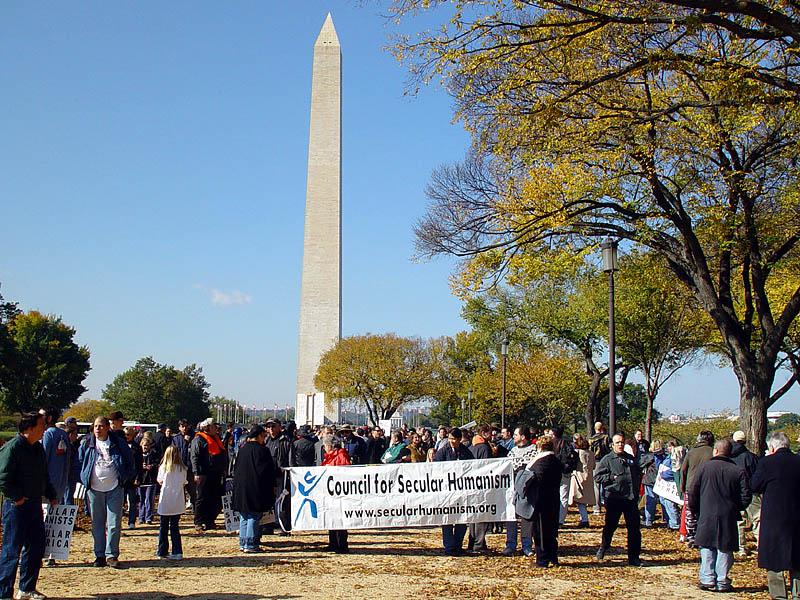 Шествие началось около Монумента Вашингтона.