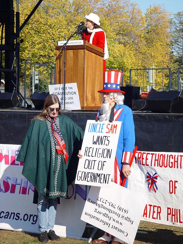 Речи на митинге в основном были посвящены теизму, атеизму и проблеме принятия неверующих обществом.