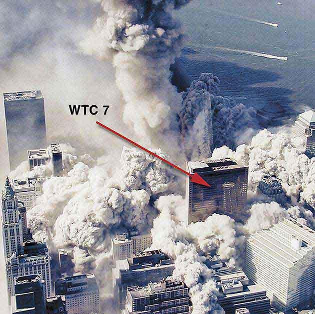 Здание было повреждено падающими осколками, после чего в течение нескольких часов в нём пылал огонь. Согласно мнению экспертов, именно эта комбинация, а не взрыв, вызвала деформацию крыши и последующие разрушения.