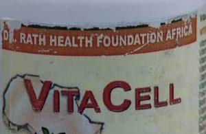 Член консультативной группы Мбеки в отношении ВИЧ и СПИД Маттиас Рат проповедовал свои «Витамины от СПИД».