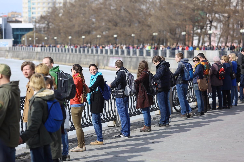 Весной 2017 года около полутора тысяч человек в Екатеринбурге приняли участие в акции «Обними пруд». Флешмоб собрал противников идеи строительства храма Святой Екатерины в акватории городского пруда.