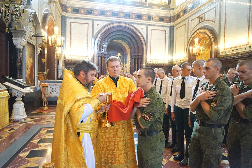 28 июля 2016 года более 800 военнослужащих войск национальной гвардии Российской Федерации приняли участие в Божественной литургии в кафедральном соборном храме Христа Спасителя в Москве.