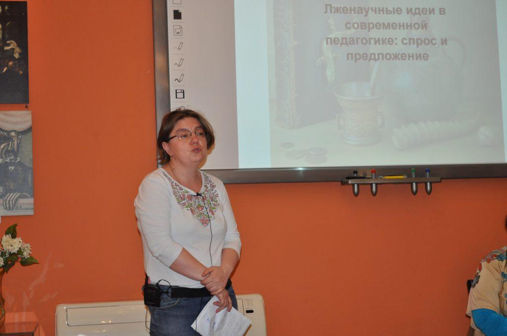 Марина Бигнова: «На недавнем педсовете я проводила блиц-опрос среди преподавателей. Оказывается, 2/3 учителей истории и обществознания верят, что в идее палеоконтакта что-то есть».